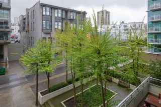 """Photo 12: 402 100 E ESPLANADE Street in North Vancouver: Lower Lonsdale Condo for sale in """"The Landing"""" : MLS®# R2357856"""