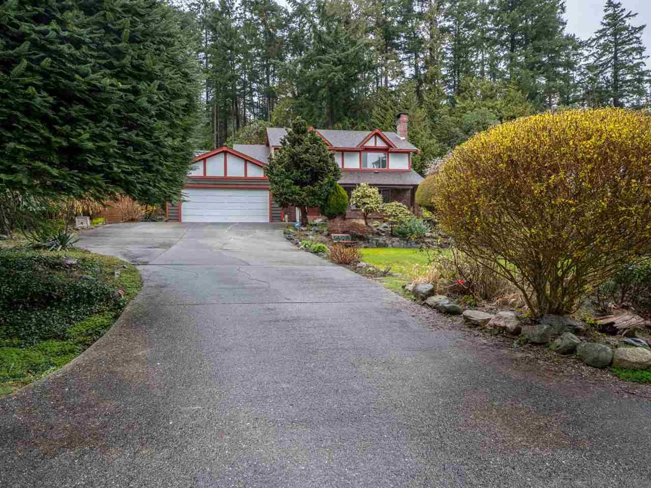 Main Photo: 7098 DALE Road in Sechelt: Sechelt District House for sale (Sunshine Coast)  : MLS®# R2251269