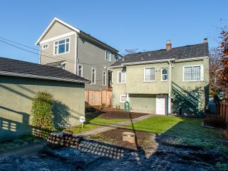 Photo 3: 1930 E 8TH Avenue in Vancouver: Grandview VE House for sale (Vancouver East)  : MLS®# R2018099