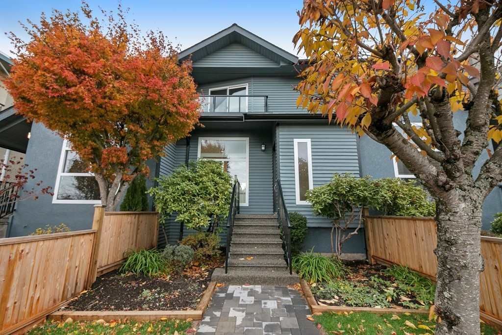 Main Photo: 266 E 9TH Street in North Vancouver: Central Lonsdale 1/2 Duplex for sale : MLS®# R2222181