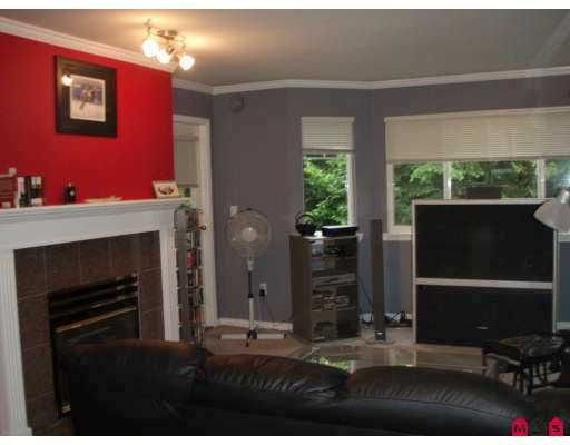 """Photo 4: Photos: 207 9865 140TH Street in Surrey: Whalley Condo for sale in """"Fraser Gate"""" (North Surrey)  : MLS®# F2714461"""