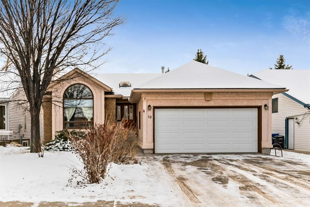 Main Photo: 19 Sunset Crescent: Okotoks Detached for sale : MLS®# A1055598