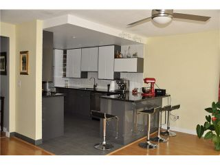 """Photo 4: 303 1180 FALCON Drive in Coquitlam: Eagle Ridge CQ Townhouse for sale in """"FALCON HEIGHTS"""" : MLS®# V1075683"""