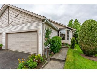 """Photo 4: 98 9012 WALNUT GROVE Drive in Langley: Walnut Grove Townhouse for sale in """"Queen Anne Green"""" : MLS®# R2456444"""