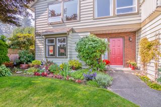 Photo 2: 2460 Costa Vista Pl in : CS Tanner House for sale (Central Saanich)  : MLS®# 855596