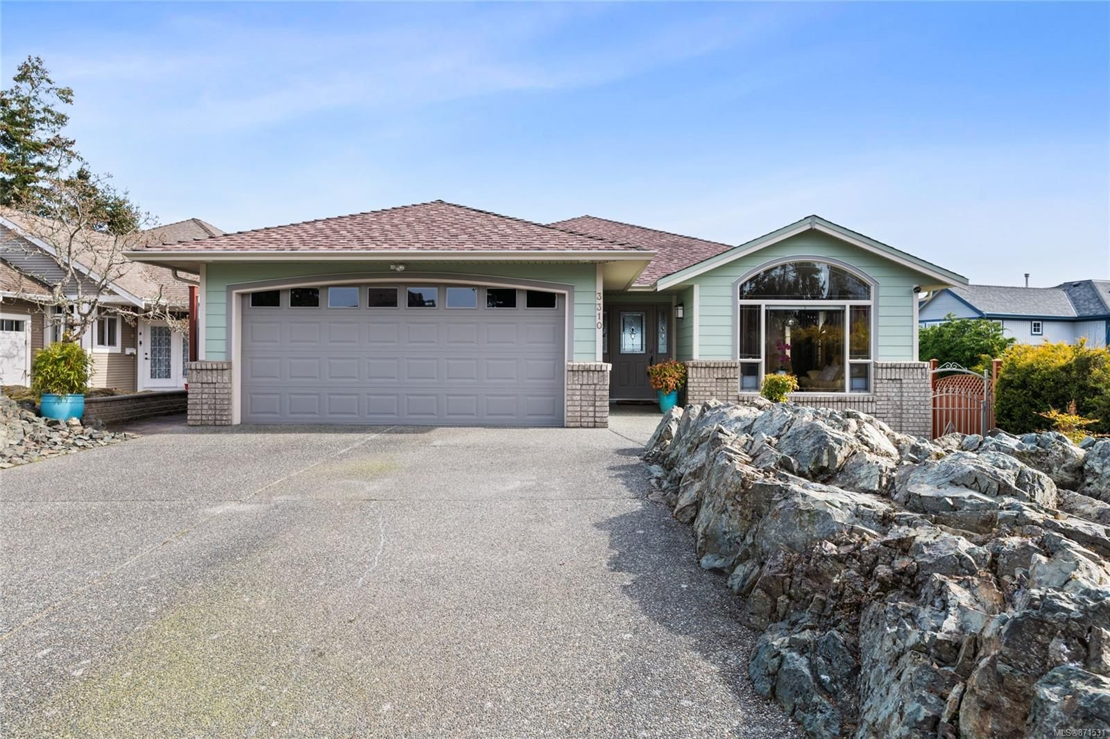 Main Photo: 3310 Wavecrest Dr in : Na Hammond Bay House for sale (Nanaimo)  : MLS®# 871531