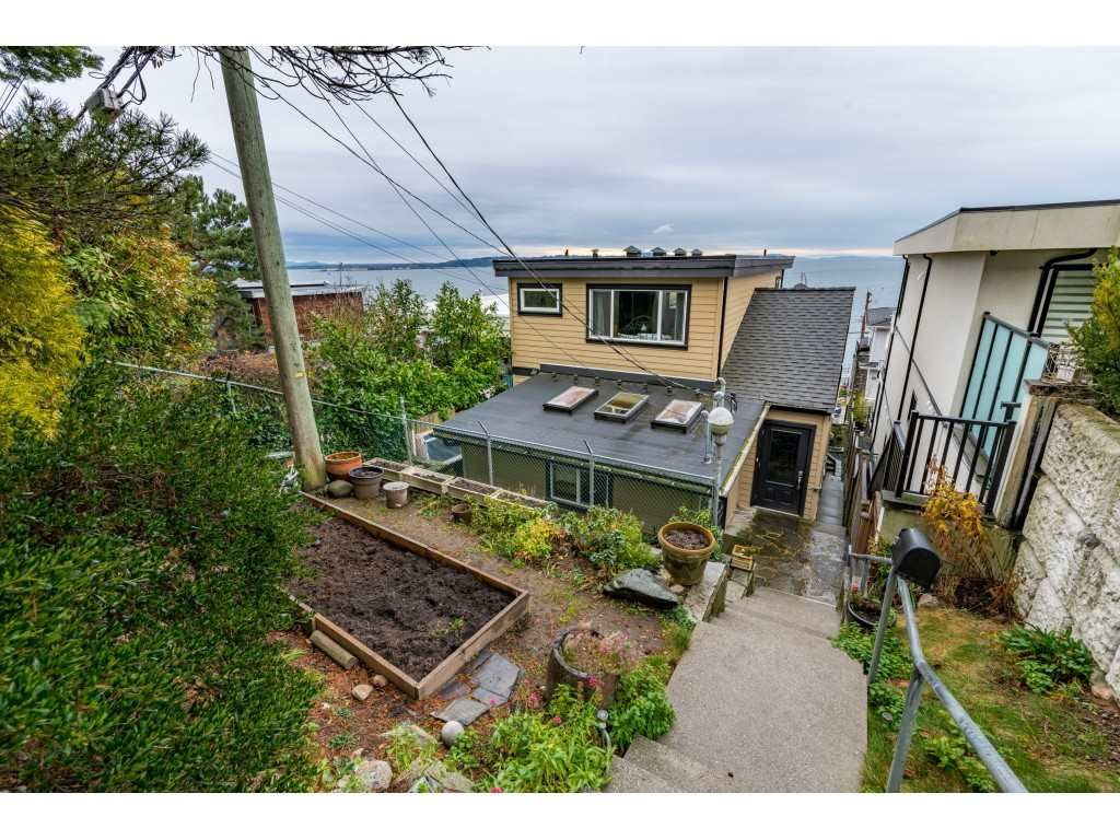 "Main Photo: 15348 VICTORIA Avenue: White Rock House for sale in ""White Rock"" (South Surrey White Rock)  : MLS®# R2522906"