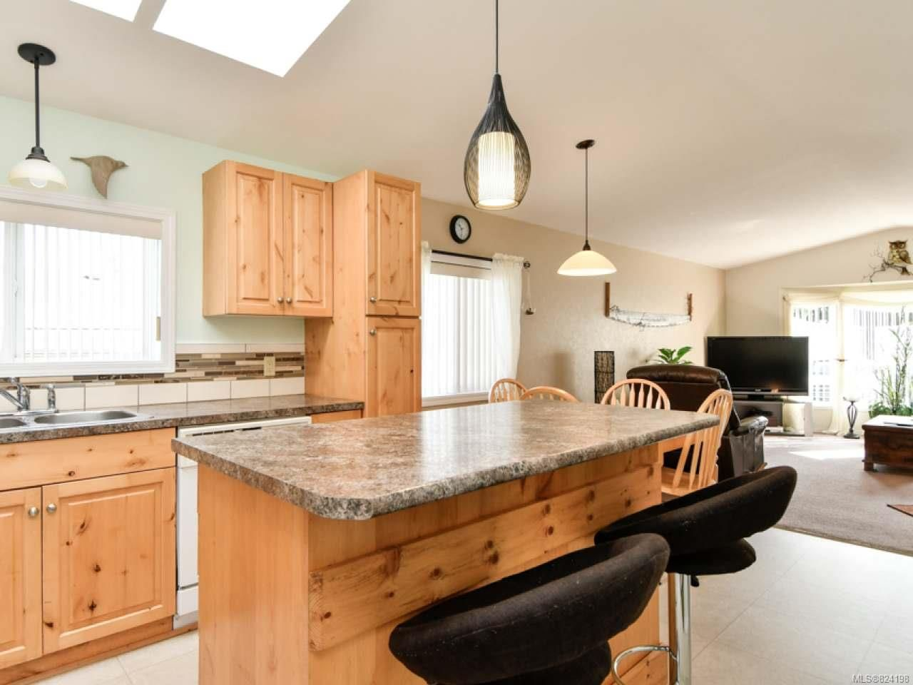 Photo 3: Photos: 38 951 Homewood Rd in CAMPBELL RIVER: CR Campbell River Central Manufactured Home for sale (Campbell River)  : MLS®# 824198