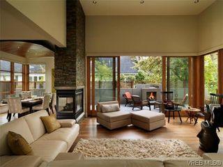 Photo 2: 915 Runnymede Pl in VICTORIA: OB South Oak Bay House for sale (Oak Bay)  : MLS®# 629571