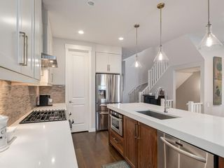 Photo 7: 2334 54 Avenue SW in Calgary: North Glenmore Park Semi Detached for sale : MLS®# A1101000