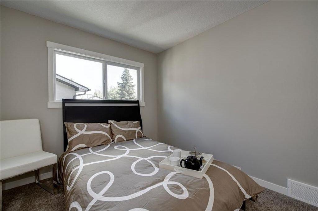 Photo 30: Photos: 210 OAKMOOR Place SW in Calgary: Oakridge House for sale : MLS®# C4111441