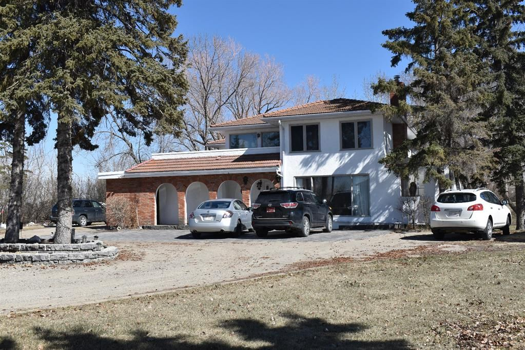 Main Photo: 618 EAST CHESTERMERE Drive: Chestermere Detached for sale : MLS®# A1088392
