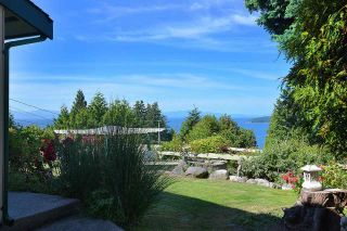 """Photo 3: 5160 RADCLIFFE Road in Sechelt: Sechelt District House for sale in """"SELMA PARK"""" (Sunshine Coast)  : MLS®# R2100427"""
