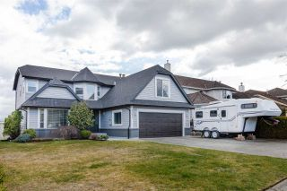 "Photo 1: 35834 EAGLECREST Drive in Abbotsford: Abbotsford East House for sale in ""MOUNTAIN VILLAGE"" : MLS®# R2552333"