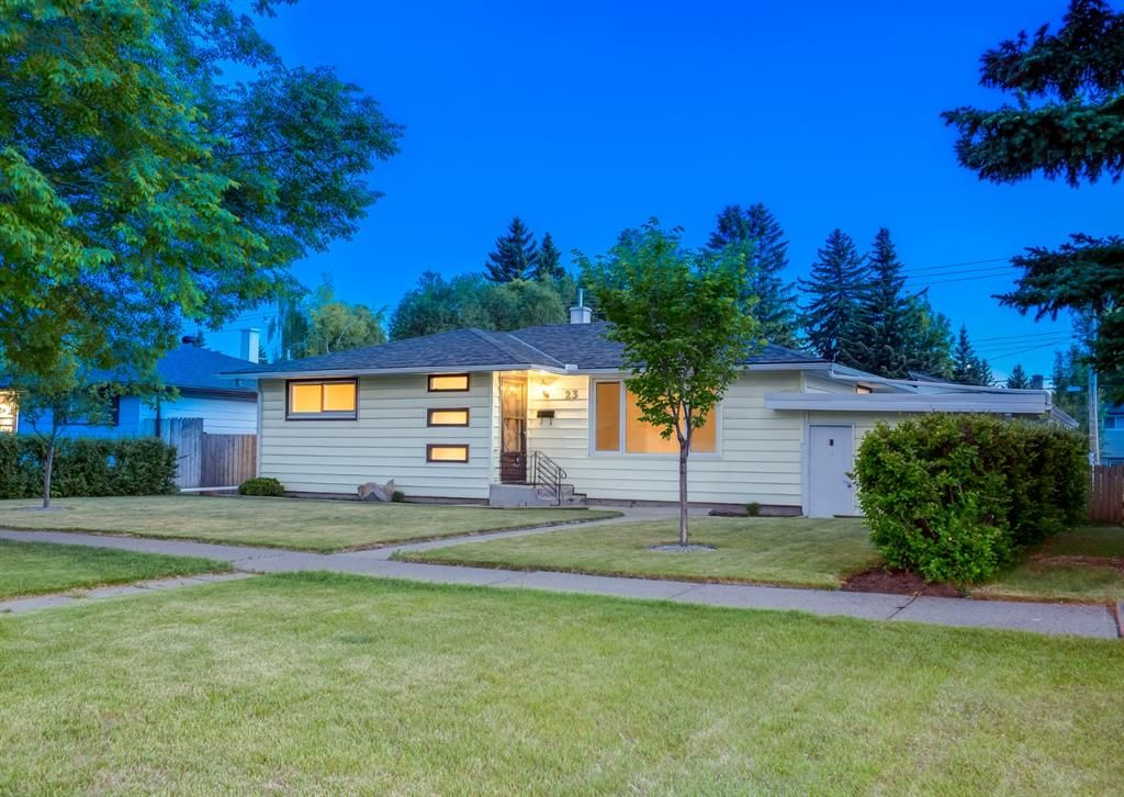 Main Photo: 23 CAMBRIAN Drive NW in Calgary: Rosemont Detached for sale : MLS®# A1120711