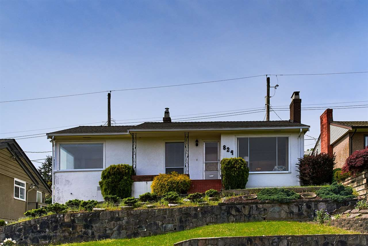 """Main Photo: 824 SURREY Street in New Westminster: The Heights NW House for sale in """"THE HEIGHTS"""" : MLS®# R2064909"""