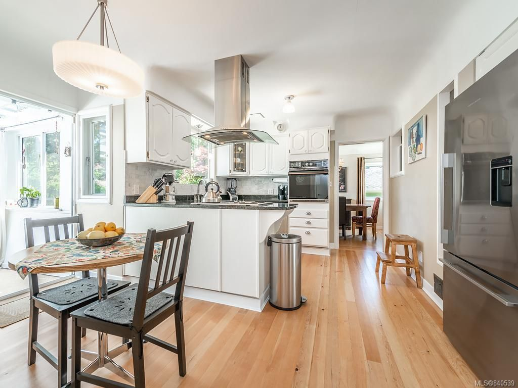 Photo 9: Photos: 2232 Cranmore Rd in Oak Bay: OB North Oak Bay House for sale : MLS®# 840539