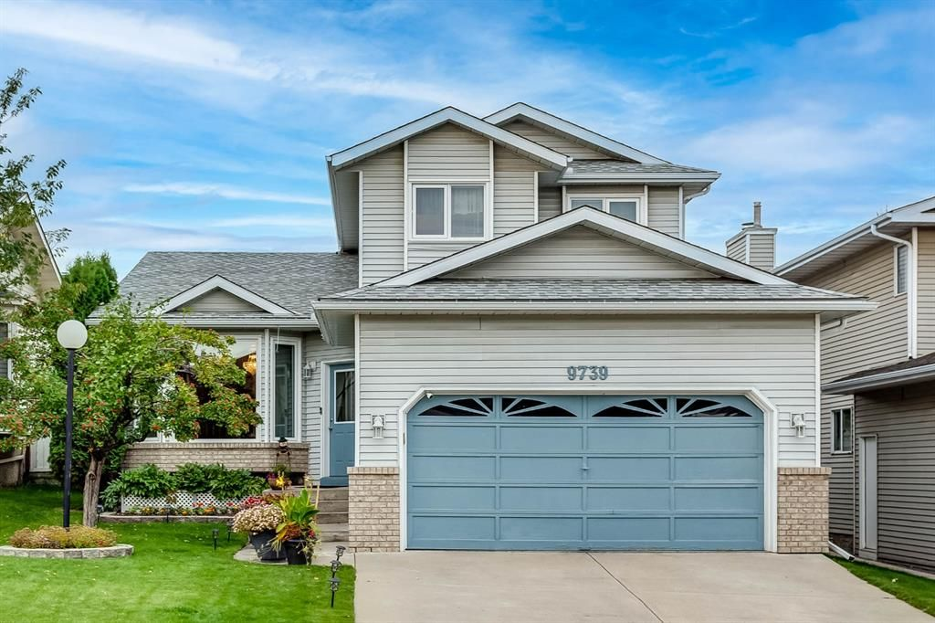Main Photo: 9739 Sanderling Way NW in Calgary: Sandstone Valley Detached for sale : MLS®# A1147076