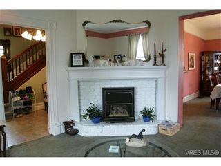 Photo 4: 812 Wollaston St in VICTORIA: Es Old Esquimalt House for sale (Esquimalt)  : MLS®# 702085