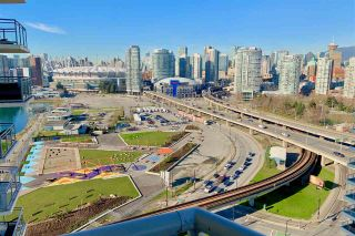 """Photo 15: 1901 120 MILROSS Avenue in Vancouver: Mount Pleasant VE Condo for sale in """"THE BRIGHTON"""" (Vancouver East)  : MLS®# R2341532"""