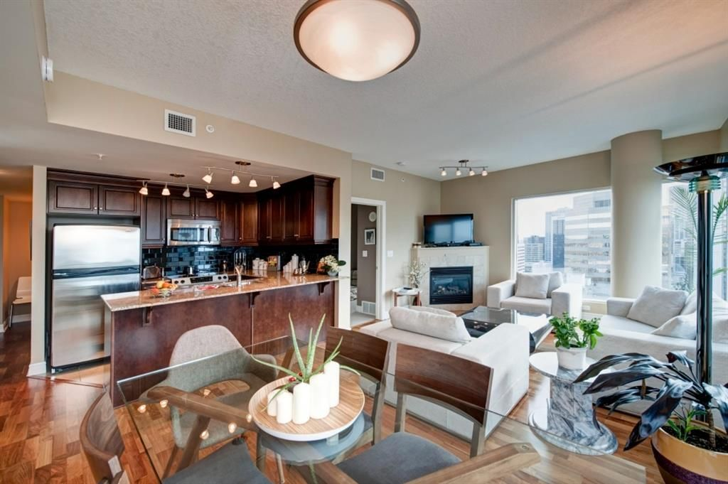 Main Photo: 2704 910 5 Avenue SW in Calgary: Downtown Commercial Core Apartment for sale : MLS®# A1075972