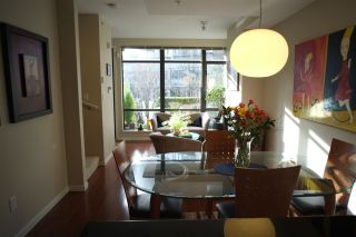 """Photo 6: 162 W 1ST Street in North Vancouver: Lower Lonsdale Townhouse for sale in """"ONE PARK LANE"""" : MLS®# R2024415"""