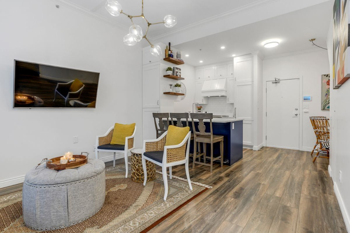"""Main Photo: 517 DRAKE Street in Vancouver: Downtown VW Townhouse for sale in """"Oscar"""" (Vancouver West)  : MLS®# R2569901"""