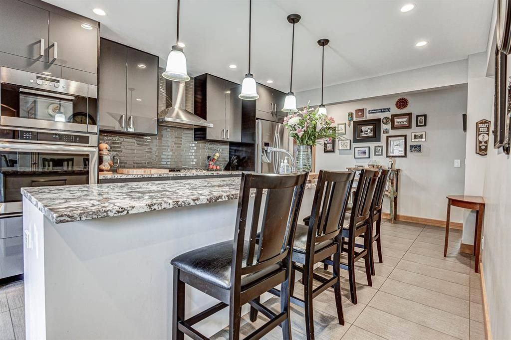 Main Photo: 127 Woodbrook Mews SW in Calgary: Woodbine Detached for sale : MLS®# A1023488