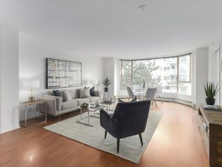 """Photo 3: 504 2108 W 38TH Avenue in Vancouver: Kerrisdale Condo for sale in """"The Wilshire"""" (Vancouver West)  : MLS®# R2400833"""