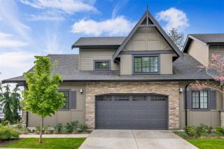 """Photo 2: 8 7979 152 Street in Surrey: Fleetwood Tynehead Townhouse for sale in """"The Links"""" : MLS®# R2575194"""