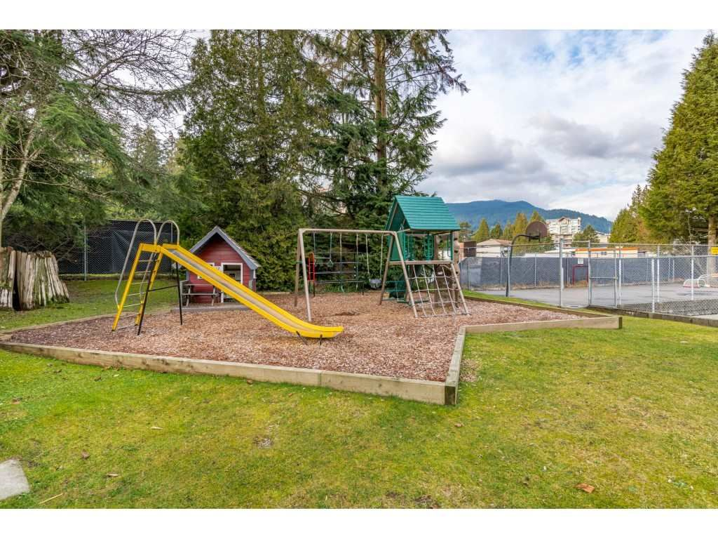 "Photo 35: Photos: 2393 MOUNTAIN Highway in North Vancouver: Lynn Valley Townhouse for sale in ""WORKWOOD PARK"" : MLS®# R2532253"