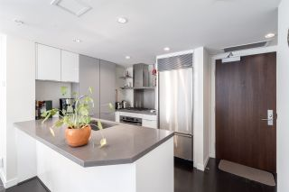 "Photo 4: 905 788 RICHARDS Street in Vancouver: Downtown VW Condo for sale in ""L'Hermitage"" (Vancouver West)  : MLS®# R2458988"