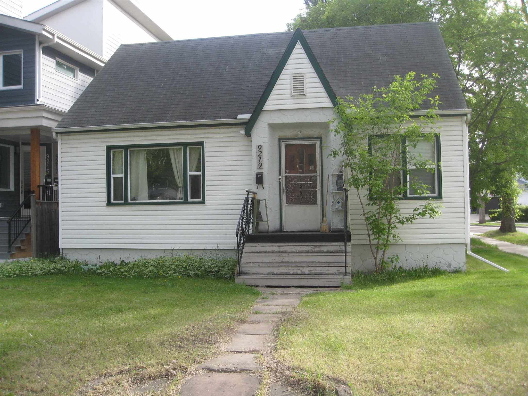 Main Photo: 9219 Connors Road in Edmonton: Zone 18 House for sale : MLS®# E4262239