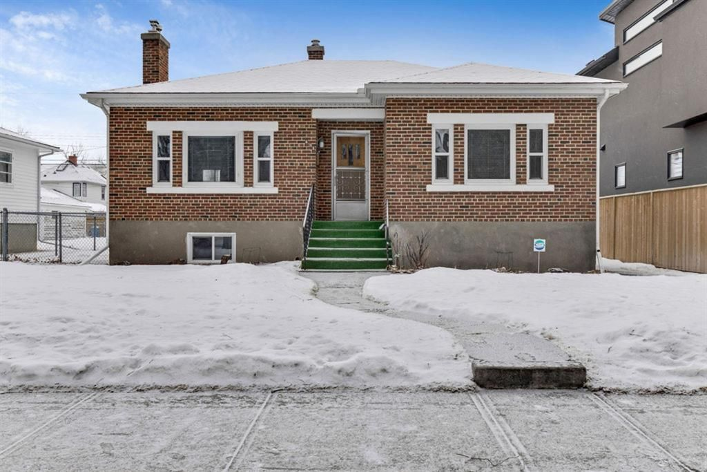 Main Photo: 635 19 Avenue NW in Calgary: Mount Pleasant Detached for sale : MLS®# A1063931
