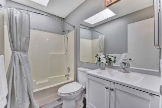 """Photo 22: 39 2345 CRANLEY Drive in Surrey: King George Corridor Manufactured Home for sale in """"LA MESA"""" (South Surrey White Rock)  : MLS®# R2601872"""