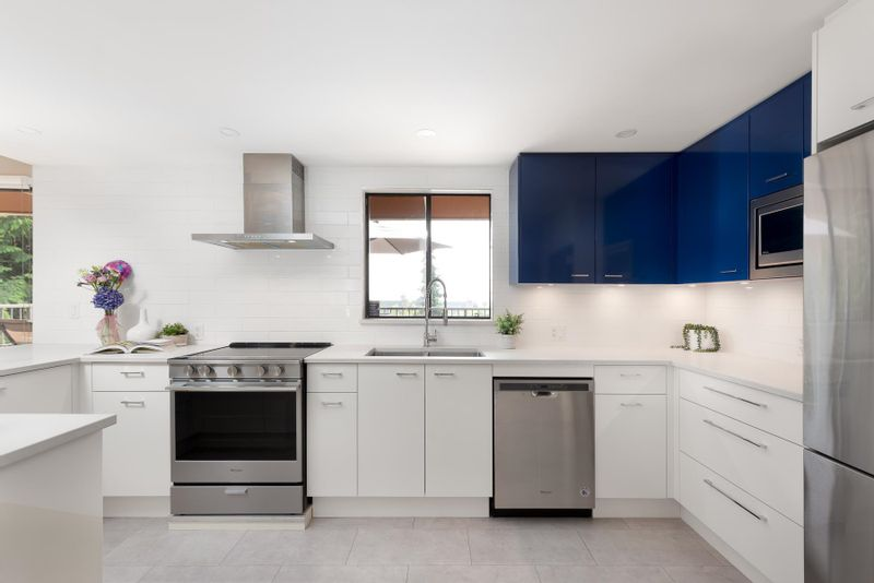 FEATURED LISTING: 407 - 330 1ST Street East North Vancouver