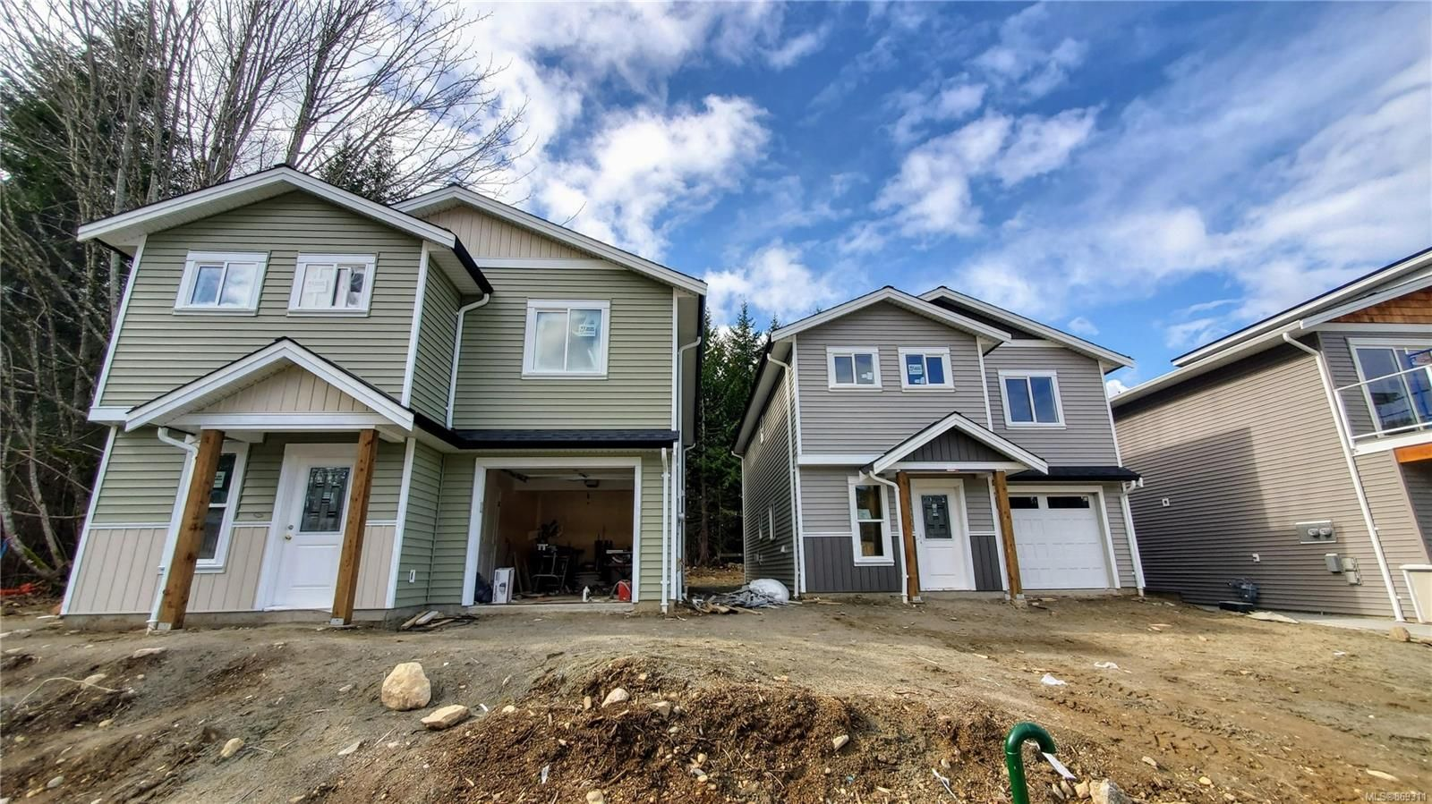 Main Photo: 1663 S Roberta Rd in : Na Chase River House for sale (Nanaimo)  : MLS®# 869311