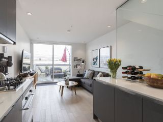 """Photo 13: 312 1647 E PENDER Street in Vancouver: Hastings Townhouse for sale in """"The Oxley"""" (Vancouver East)  : MLS®# R2555021"""