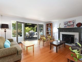 Photo 2: 1340 Manor Rd in Victoria: Vi Rockland House for sale : MLS®# 840521