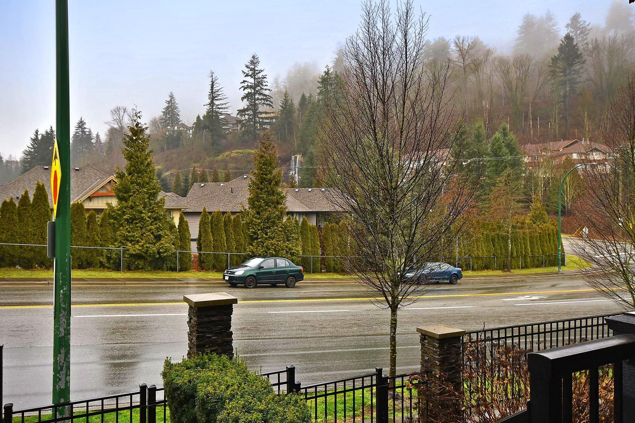 """Photo 2: Photos: 4 35298 MARSHALL Road in Abbotsford: Abbotsford East Townhouse for sale in """"Eagles Gate"""" : MLS®# R2434344"""