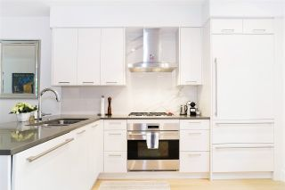 """Photo 8: 21 1133 RIDGEWOOD Drive in North Vancouver: Edgemont Townhouse for sale in """"Edgemont Walk"""" : MLS®# R2485146"""
