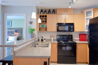 """Photo 5: 403 3142 ST JOHNS Street in Port Moody: Port Moody Centre Condo for sale in """"SONRISA"""" : MLS®# R2499050"""