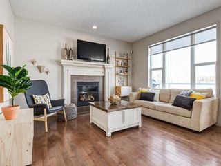 Photo 5: 121 VALLEYVIEW Court SE in Calgary: Dover Detached for sale : MLS®# C4287346