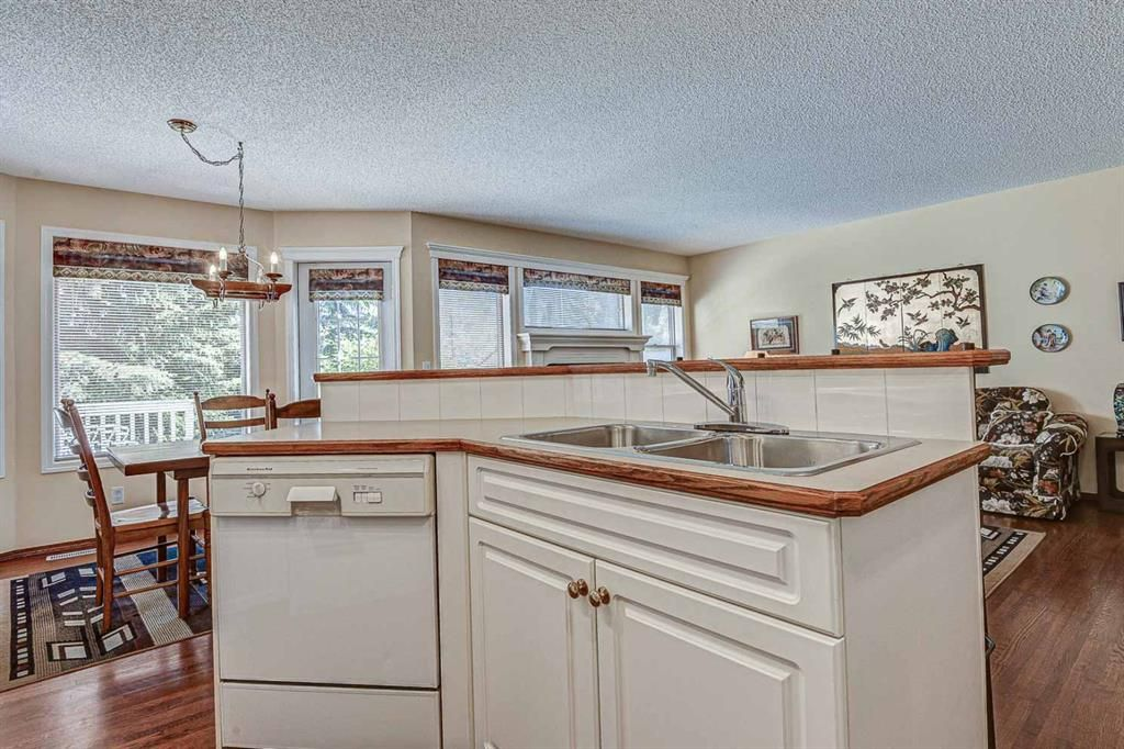 Photo 10: Photos: 127 Bridlewood Circle SW in Calgary: Bridlewood Detached for sale : MLS®# A1123607
