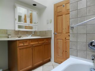 Photo 9: 10015 WESCAN ROAD in Halfmoon Bay: Halfmn Bay Secret Cv Redroofs House for sale (Sunshine Coast)  : MLS®# R2343392