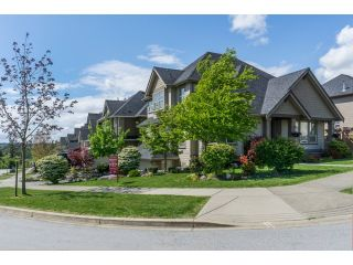 """Photo 2: 5915 164TH Street in Surrey: Cloverdale BC House for sale in """"WEST CLOVERDALE"""" (Cloverdale)  : MLS®# F1439520"""
