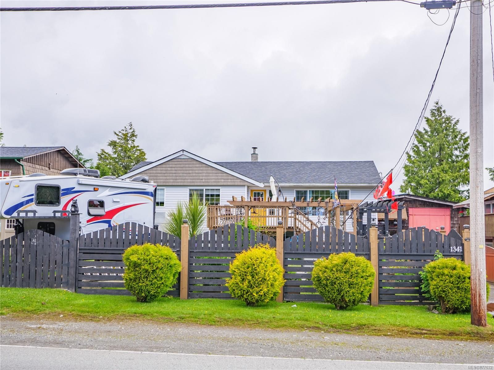 Main Photo: 1341 Peninsula Rd in : PA Ucluelet House for sale (Port Alberni)  : MLS®# 877632