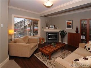 Photo 2: 5 2310 Wark St in VICTORIA: Vi Central Park Row/Townhouse for sale (Victoria)  : MLS®# 567630