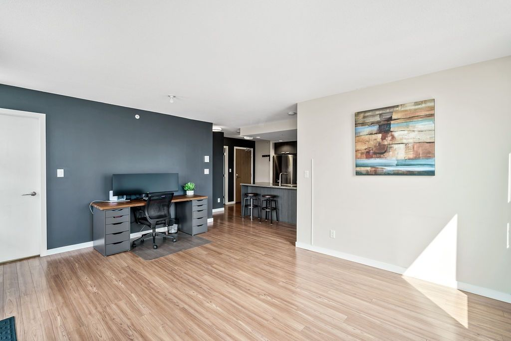 Photo 4: Photos: 402 2232 DOUGLAS ROAD in Burnaby: Brentwood Park Condo for sale (Burnaby North)  : MLS®# R2495564