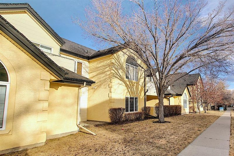 FEATURED LISTING: 3217 2 Street Northwest Calgary